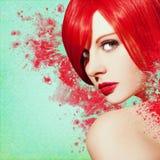 Härlig kvinna, konstverk med färgpulver i grungestil arkivfoton