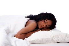 Härlig kvinna lyckligt sovande Arkivfoton