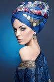 härlig kvinna makeup turban Royaltyfri Fotografi