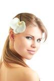Härlig kvinna med blomman Arkivfoton