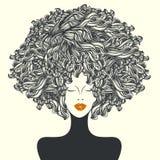 Härlig kvinna med den afro- lockiga frisyren stock illustrationer