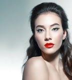 Härlig kvinna med elegant makeup royaltyfri fotografi