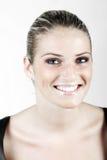 Härlig kvinna med ett brett stråla leende arkivfoton