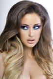 Härlig kvinna med färgrik makeup. Royaltyfri Fotografi
