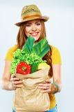Härlig kvinna med grön mat Arkivbilder