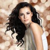 Härlig kvinna med långt brunt hår Royaltyfria Foton
