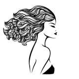 Härlig kvinna med långt lockigt hår som flödar i vinden, och djärv makeup stock illustrationer