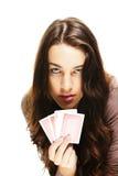 Härlig kvinna med pokerkort Royaltyfria Bilder