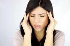 Härlig kvinna med ruskig huvudvärk Arkivbild
