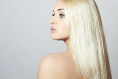 Härlig kvinna med sund Hair.Sexy blonda Gir Arkivfoto