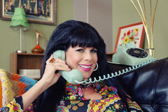 Härlig kvinna på telefonen Royaltyfria Bilder