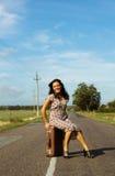 Härlig kvinna på vägen Royaltyfria Bilder