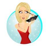 Härlig kvinna som applicerar eyelinerblyertspennan Arkivbilder
