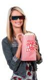 Härlig kvinna som håller ögonen på filmen 3D Royaltyfri Fotografi