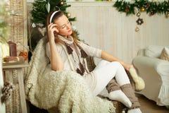 Härlig kvinna, vinterferie Royaltyfri Fotografi