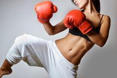 Härlig kvinnaboxning Arkivfoton