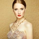 Härlig kvinnaframsida. Perfekt makeup arkivbilder