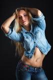 Härlig kvinnakropp i jeans Arkivfoton