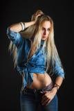 Härlig kvinnakropp i jeans Royaltyfri Foto