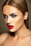 Härlig kvinnamodelldam med ny daglig makeup Arkivfoto