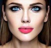 Härlig kvinnamodelldam med ny daglig makeup Royaltyfri Foto