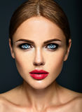 Härlig kvinnamodelldam med ny daglig makeup Arkivbild