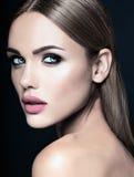Härlig kvinnamodelldam med ny daglig makeup Royaltyfria Bilder