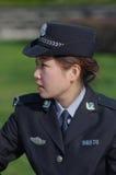 härlig kvinnlig polis royaltyfria foton