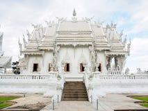 Härlig kyrka av den Wat Rong Khun templet i Chiangrai, Thailand 2 Royaltyfri Bild
