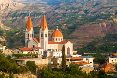 Härlig kyrka i Bsharri, Qadisha dal i Libanon Royaltyfri Foto