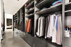 härlig lägenhet, inre, garderob Royaltyfri Fotografi