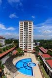 Härlig lägenhet med blå himmel Arkivfoto