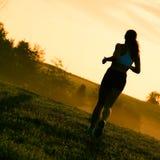 härlig löparekvinna Arkivbild