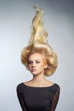 Härlig lady med blont hår Arkivbild