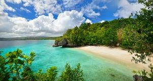 Härlig lagun med vit sand. Filippinerna royaltyfria foton