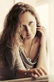 härlig lakekvinna Arkivfoto