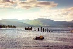 Härlig landskapsikt av Loch Lomond i Skottland under Summe Royaltyfri Foto