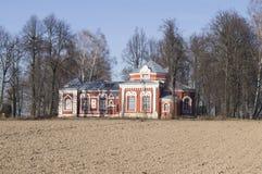 Härlig landskyrka Den 18th århundradebyggnaden Royaltyfri Foto