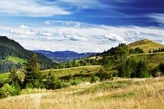 härlig landsliggande Dramatiska himmel och kullar Royaltyfri Foto