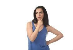 Härlig latinamerikansk kvinna som tänker och undrar att se fundersamt som, om betrakta Royaltyfria Bilder