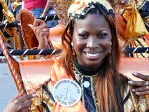 Härlig le framsida av karnevaldansaren på Curacao Februari 3, 2008 royaltyfri bild