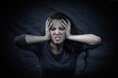 Härlig ledsen flicka på en kulle av kol Royaltyfria Foton