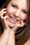 härlig leendekvinna arkivbilder
