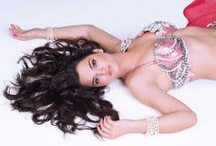 härlig liggande ner kvinna royaltyfri fotografi