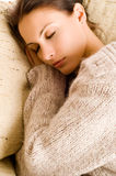 härlig liggande sömnkvinna Royaltyfri Fotografi