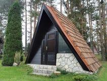 Härlig liten bungalow, Zlatibor, Serbien arkivbilder