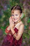 Härlig liten caucasian flicka i orientaliska kläder Royaltyfri Fotografi