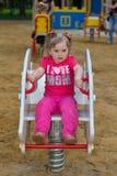 Härlig liten flicka i parkera Arkivfoton
