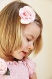 Härlig liten flicka i rosa färg Arkivbilder