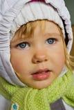 Härlig liten flicka i vinterkläder royaltyfria bilder